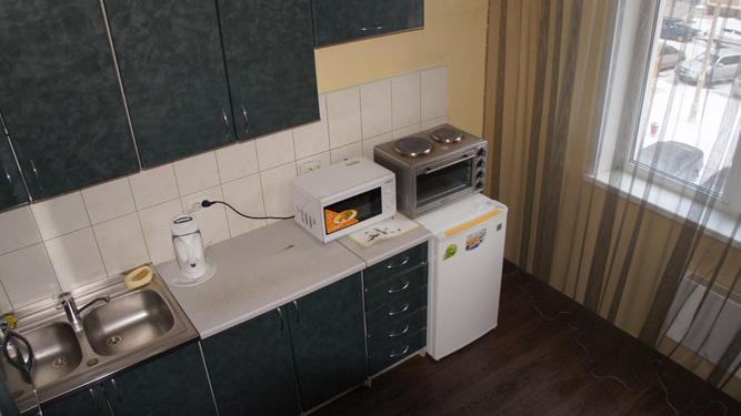 стильная кухня квартиры посуточно в Красноярске на левом берегу