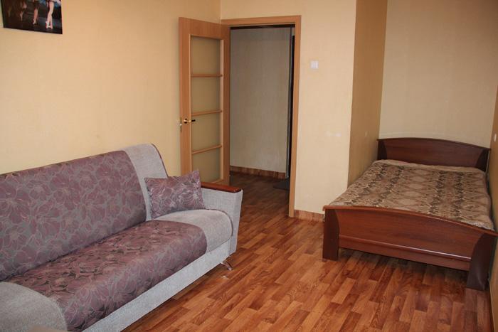 диван и двуспальная кровать