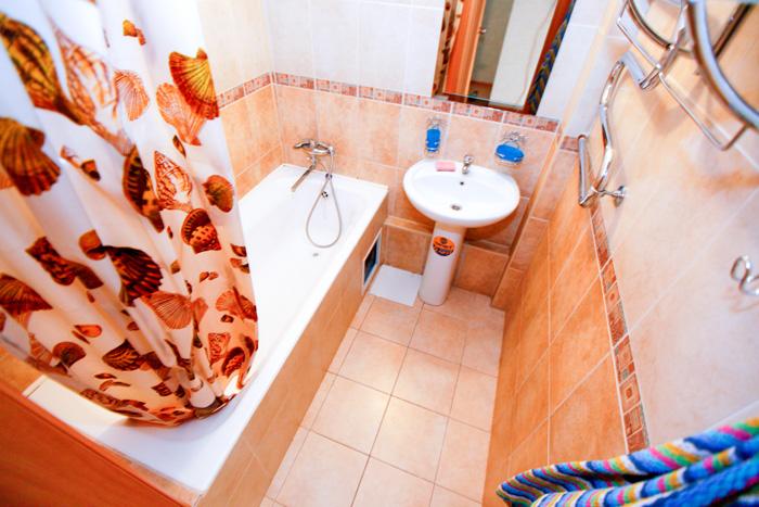 ванная комната квартиры в посуточную аренду на Авиаторов на левом берегу Красноярска
