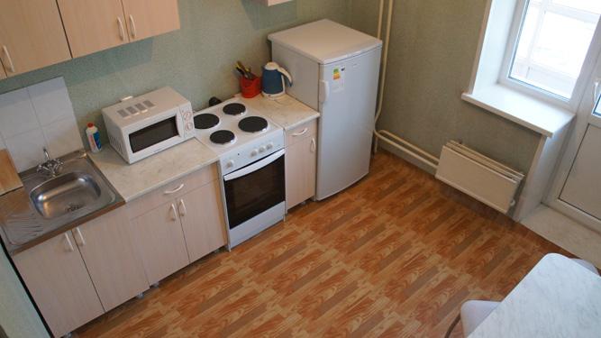кухня квартиры в посуточную аренду на Авиаторов в Советском районе в Красноярске