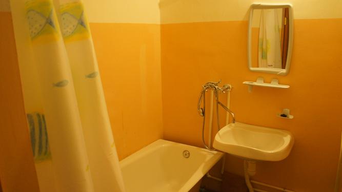 ванная комната квартиры посуточно в Красноярске на Авиаторов