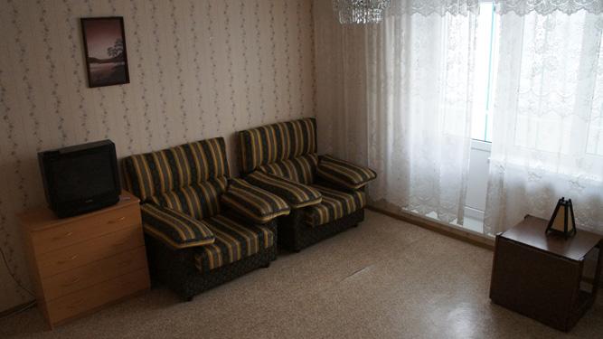 Диван в квартире посуточно на Батурина в Советском районе Красноярска