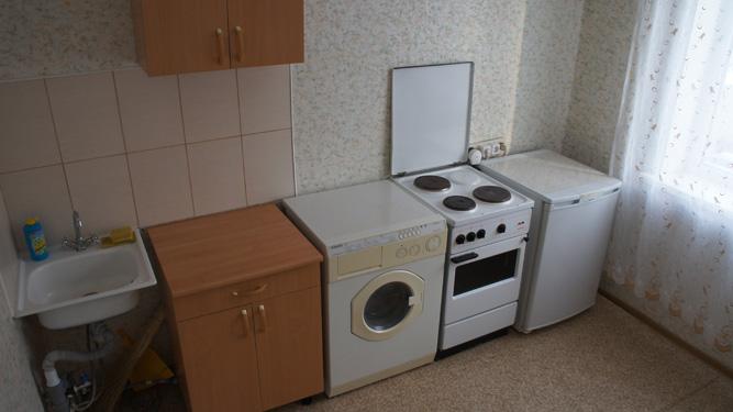 стиральная машина на кухне квартиры посуточно на Батурина в Красноярске