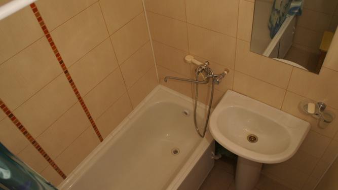 ванная комната квартиры посуточно в Красноярске на Батурина на левом берегу