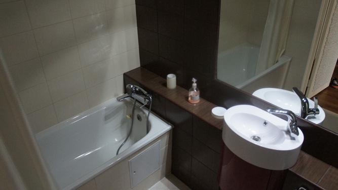 современная ванная комната квартиры посуточно в Красноярске