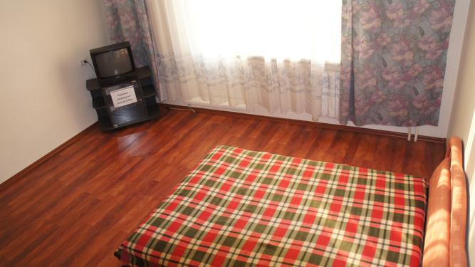 двуспальная кровать квартиры посуточно в пер.Кочубея в Красноярске