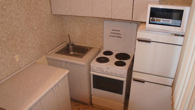 кухня квартиры на сутки в Красноярске в Кировском районе