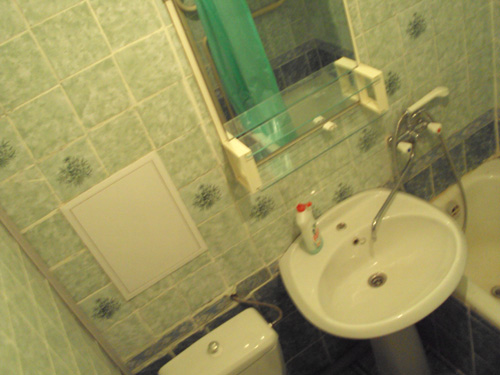 ванная комната посуточной квартиры на Ленина 102 на левом берегу Красноярска