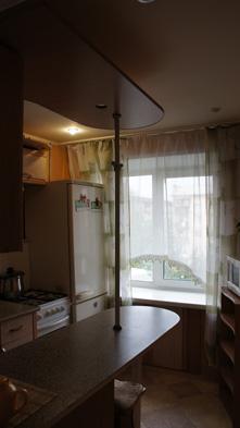 кухня в посуточной квартире на правом берегу