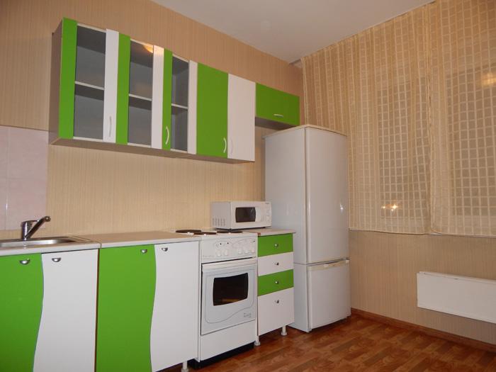кухонный гарнитур, холодильник, плита, микроволновка
