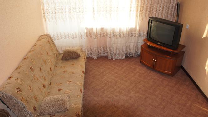 недорогая квартира посуточно на Щорса в Красноярске на правом берегу в кировском районе