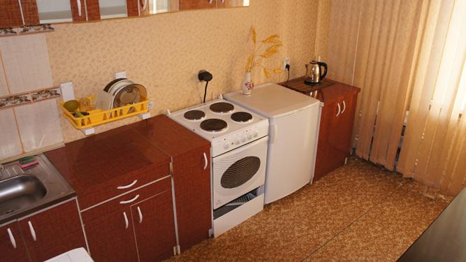 кухня квартиры в Красноярске посуточно на Щорса