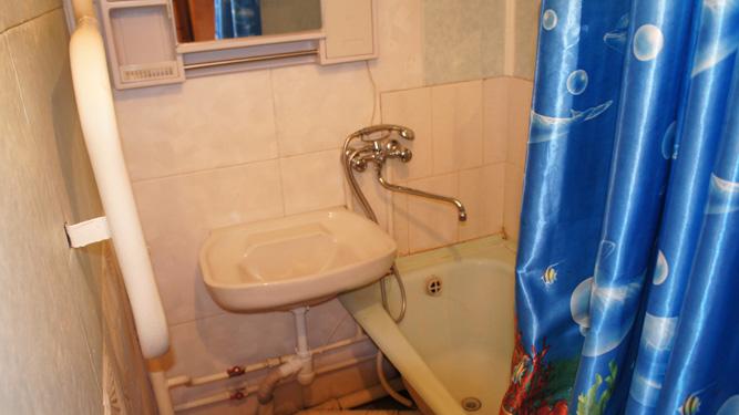 ванная комната квартиры на сутки в Красноярске в Кировском районе