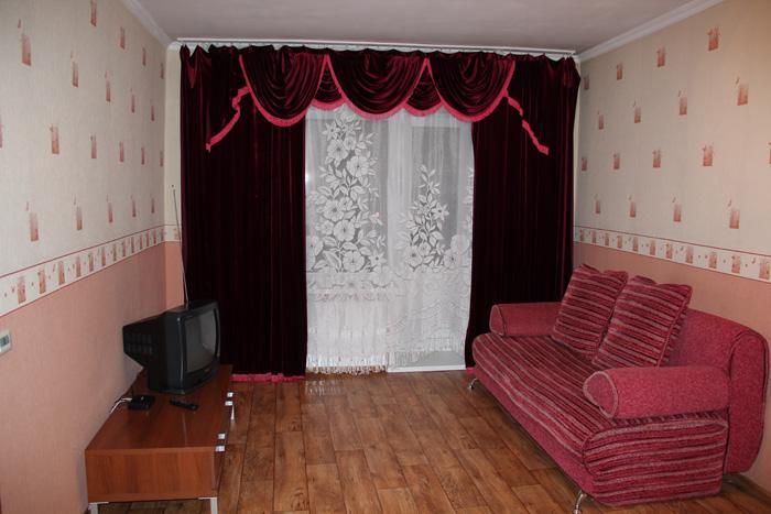 раскладной диван и телевизор