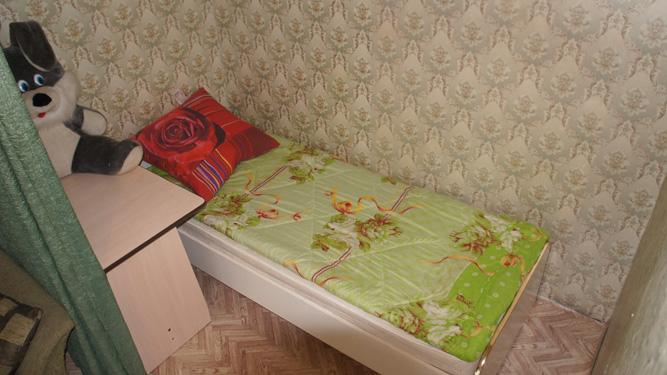 кровать в посуточной квартире на ул.Светлогорская 37 в Советском районе