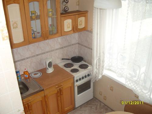 кухня квартиры посуточно в Красноярске на левом берегу