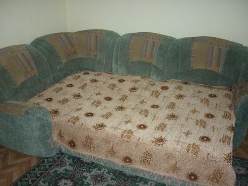 Раскладной диван в посуточной квартире на Транзитной в Красноярске