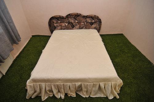 двуспальная кровать квартиры посуточно переулок Ярцевский в Красноярске